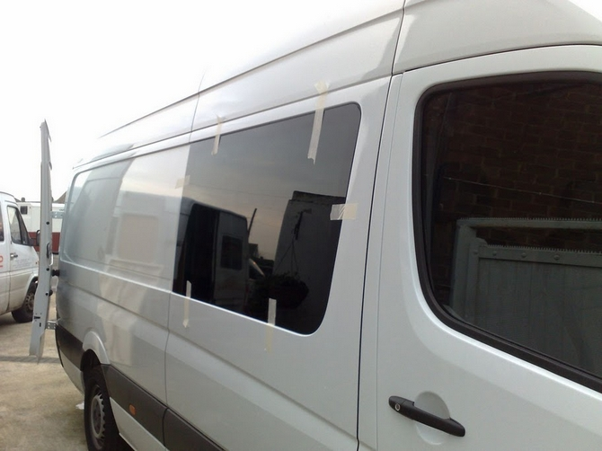 Merc Sprinter 06 On Drivers Side O S Front Window